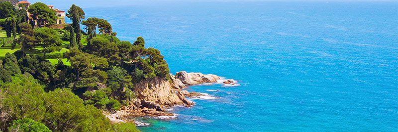 Die Küste von St. Feliu in Spanien