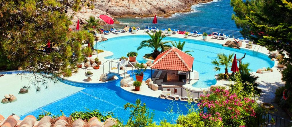 Pool-Landschaft 4-Sterne-Hotel Costa Brava